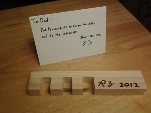 El clavo imposible y el taco de madera (explicado)